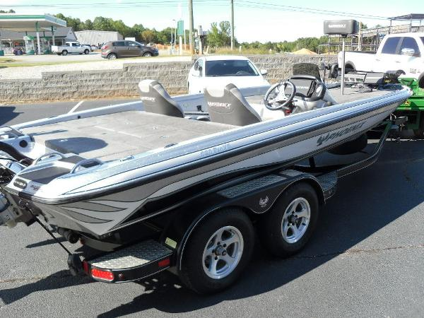 2017 Phoenix boat for sale, model of the boat is 920 ProXP & Image # 10 of 33