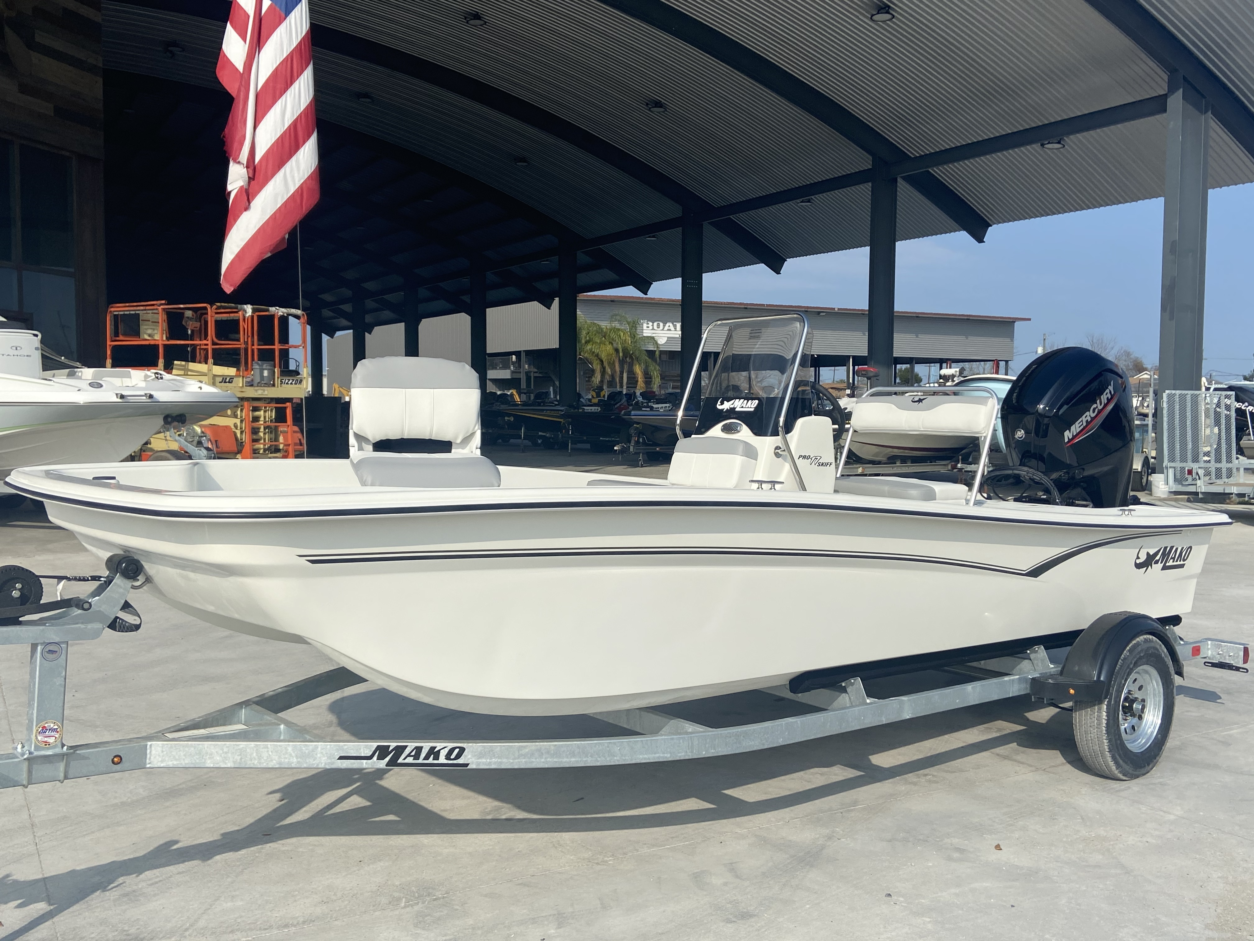 2021 Mako boat for sale, model of the boat is Pro Skiff 17 & Image # 2 of 9