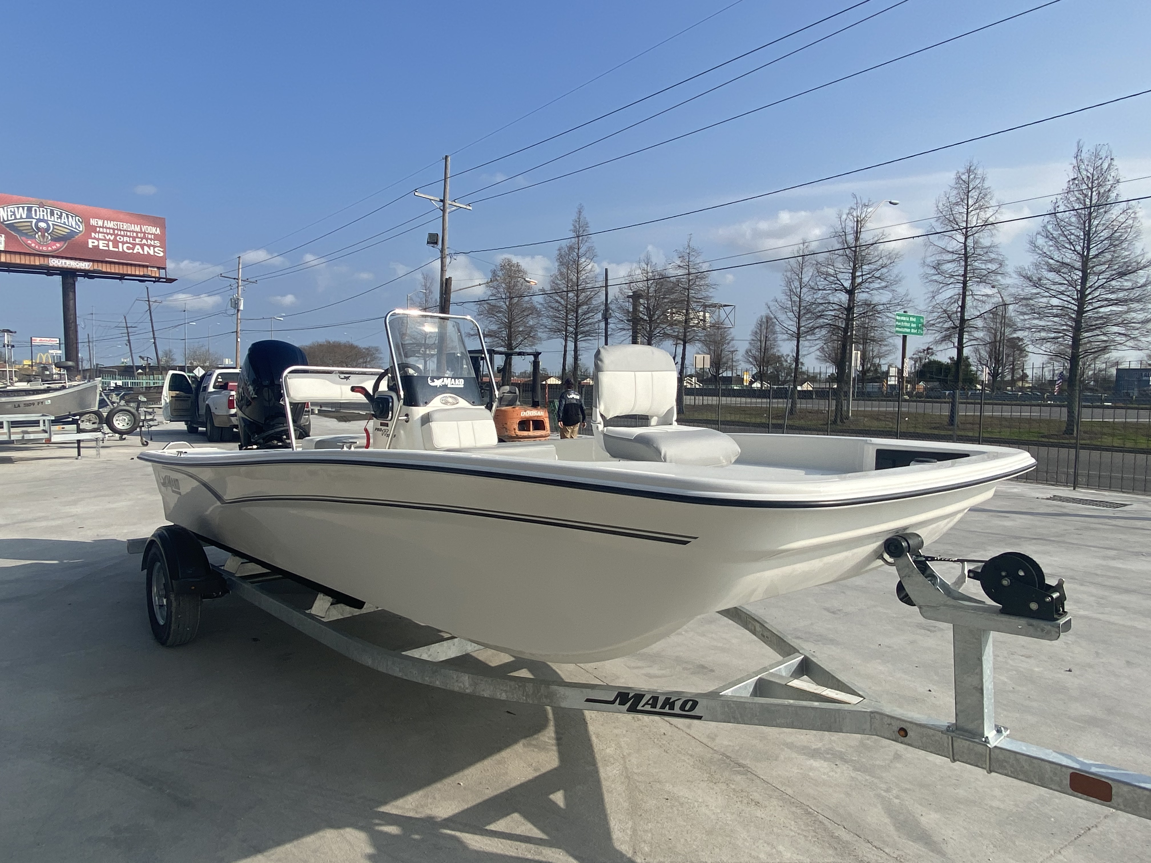 2021 Mako boat for sale, model of the boat is Pro Skiff 17 & Image # 3 of 9