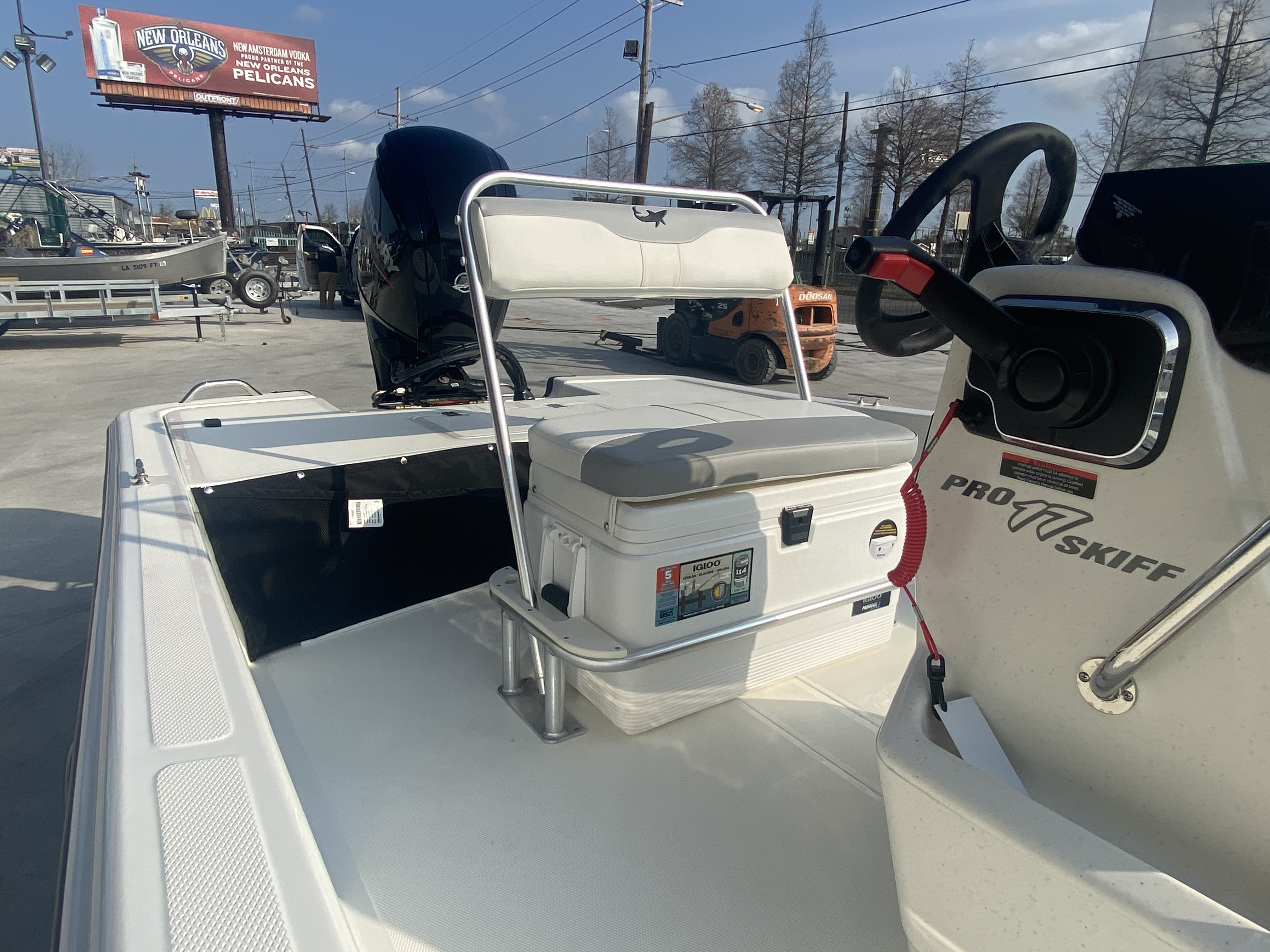 2021 Mako boat for sale, model of the boat is Pro Skiff 17 & Image # 5 of 9