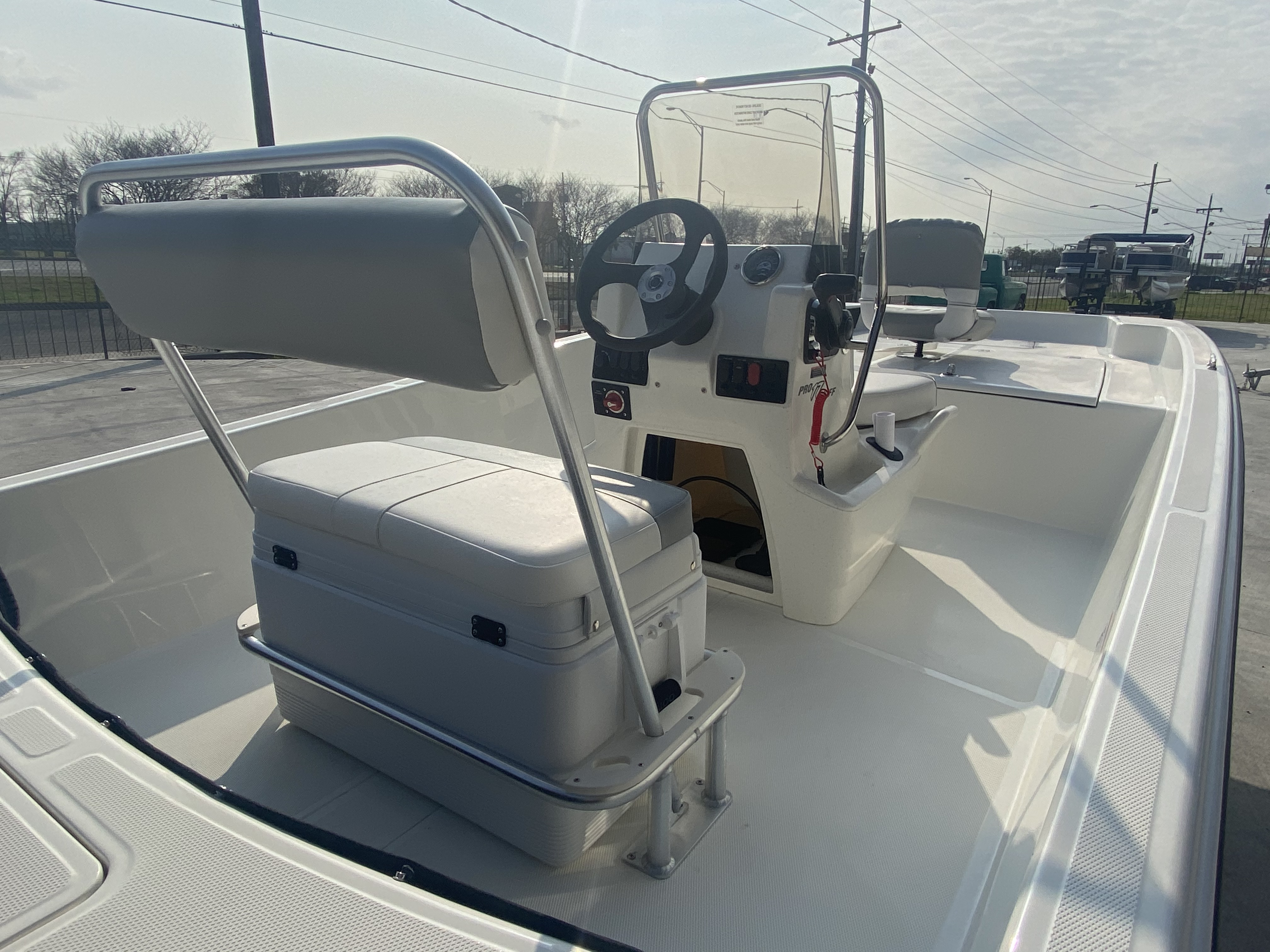 2021 Mako boat for sale, model of the boat is Pro Skiff 17 & Image # 8 of 9