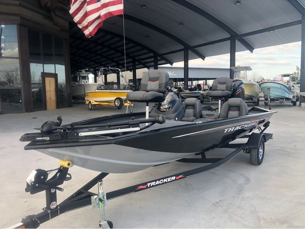 2022 Tracker Boats boat for sale, model of the boat is Pro Team 190 TX & Image # 2 of 5