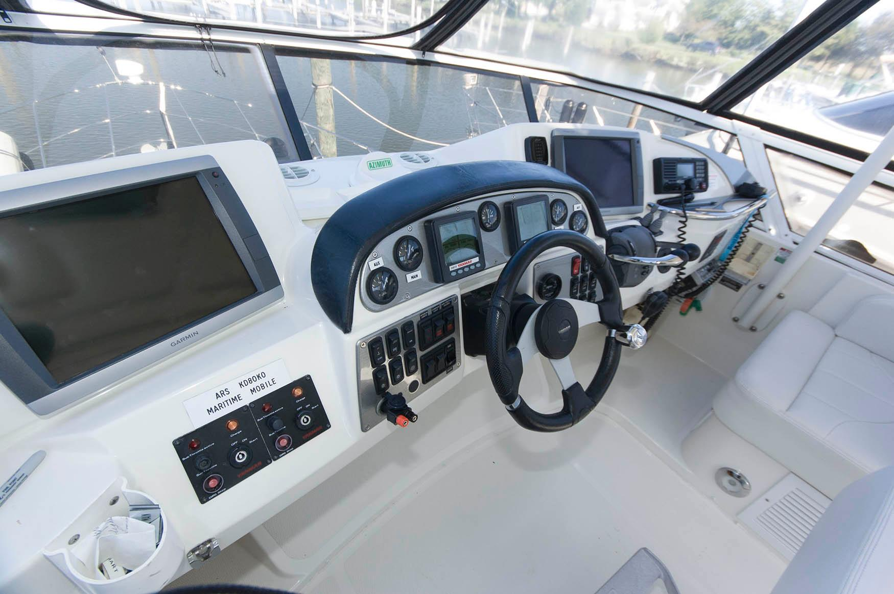 M 5752 PH Knot 10 Yacht Sales