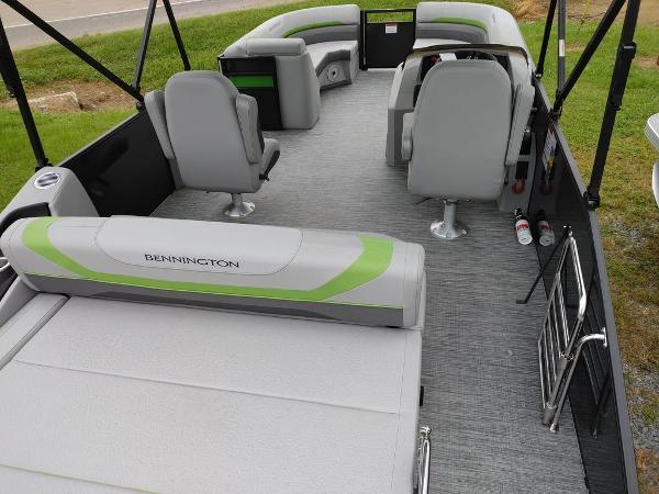 2021 Bennington boat for sale, model of the boat is 23 SSBX & Image # 5 of 8