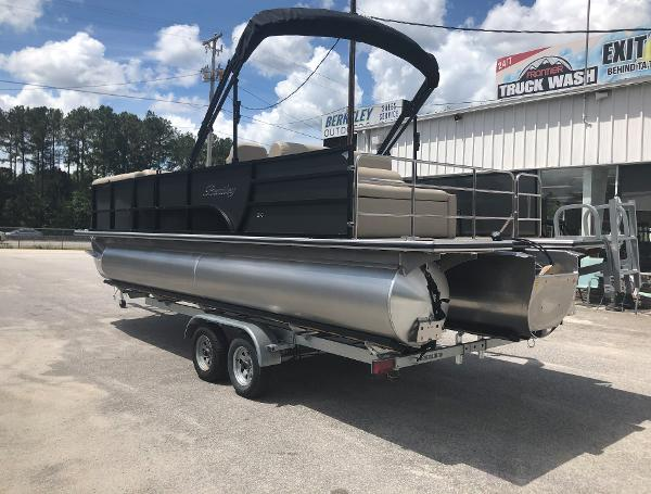2021 Bentley boat for sale, model of the boat is 243 Swingback & Image # 3 of 37