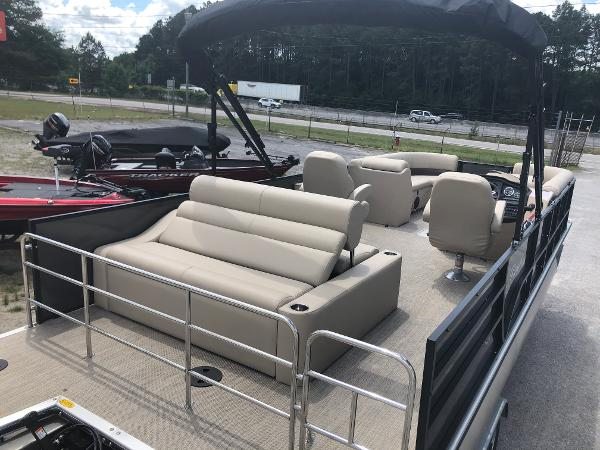 2021 Bentley boat for sale, model of the boat is 243 Swingback & Image # 10 of 37