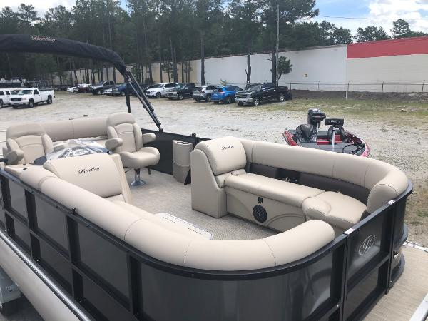 2021 Bentley boat for sale, model of the boat is 243 Swingback & Image # 11 of 37