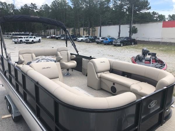 2021 Bentley boat for sale, model of the boat is 243 Swingback & Image # 12 of 37