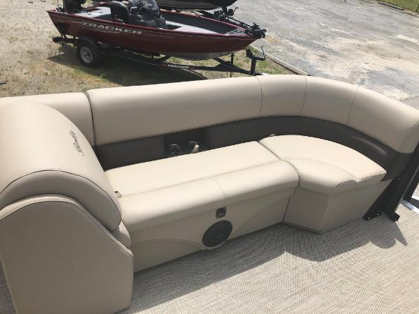 2021 Bentley boat for sale, model of the boat is 243 Swingback & Image # 20 of 37