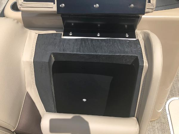 2021 Bentley boat for sale, model of the boat is 243 Swingback & Image # 23 of 37