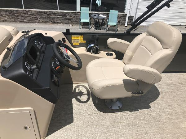 2021 Bentley boat for sale, model of the boat is 243 Swingback & Image # 24 of 37