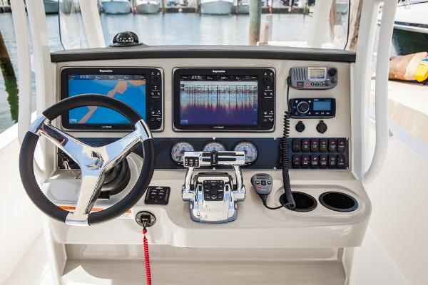 2020 Boston Whaler boat for sale, model of the boat is 270 Dauntless & Image # 6 of 10