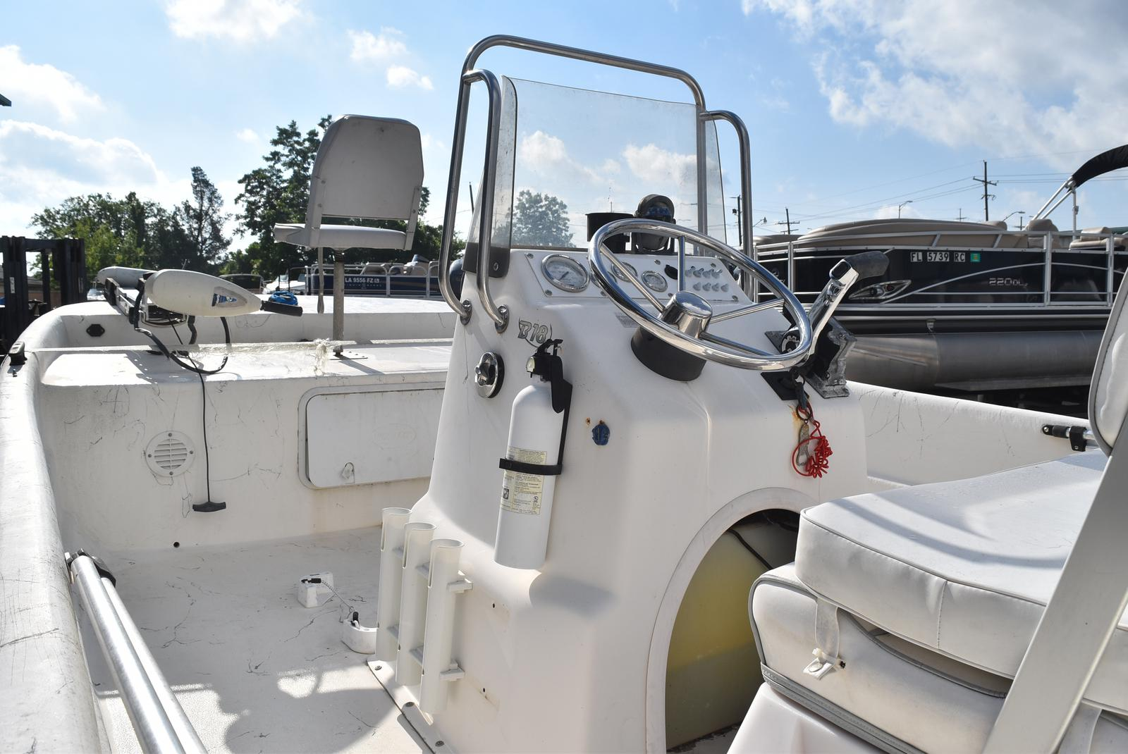 2009 Sundance boat for sale, model of the boat is 18 & Image # 5 of 6