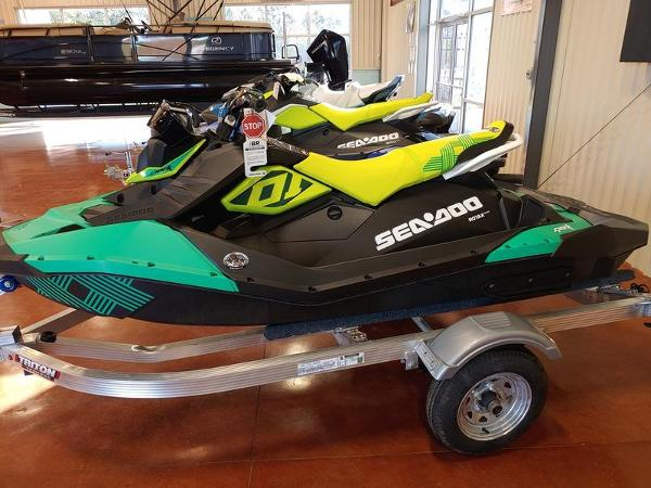 2021 Sea Doo PWC boat for sale, model of the boat is Spark® Trixx™ 3-up Rotax® 900 H.O. ACE™ IBR & Sound System & Image # 1 of 3
