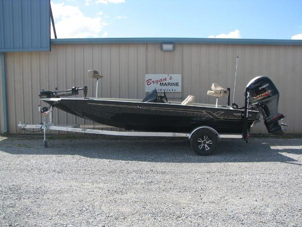 2019 Xpress boat for sale, model of the boat is X19 Pro & Image # 1 of 17