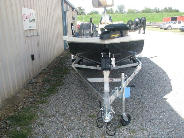 2019 Xpress boat for sale, model of the boat is X19 Pro & Image # 3 of 17