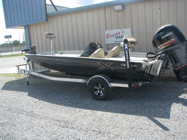 2019 Xpress boat for sale, model of the boat is X19 Pro & Image # 4 of 17