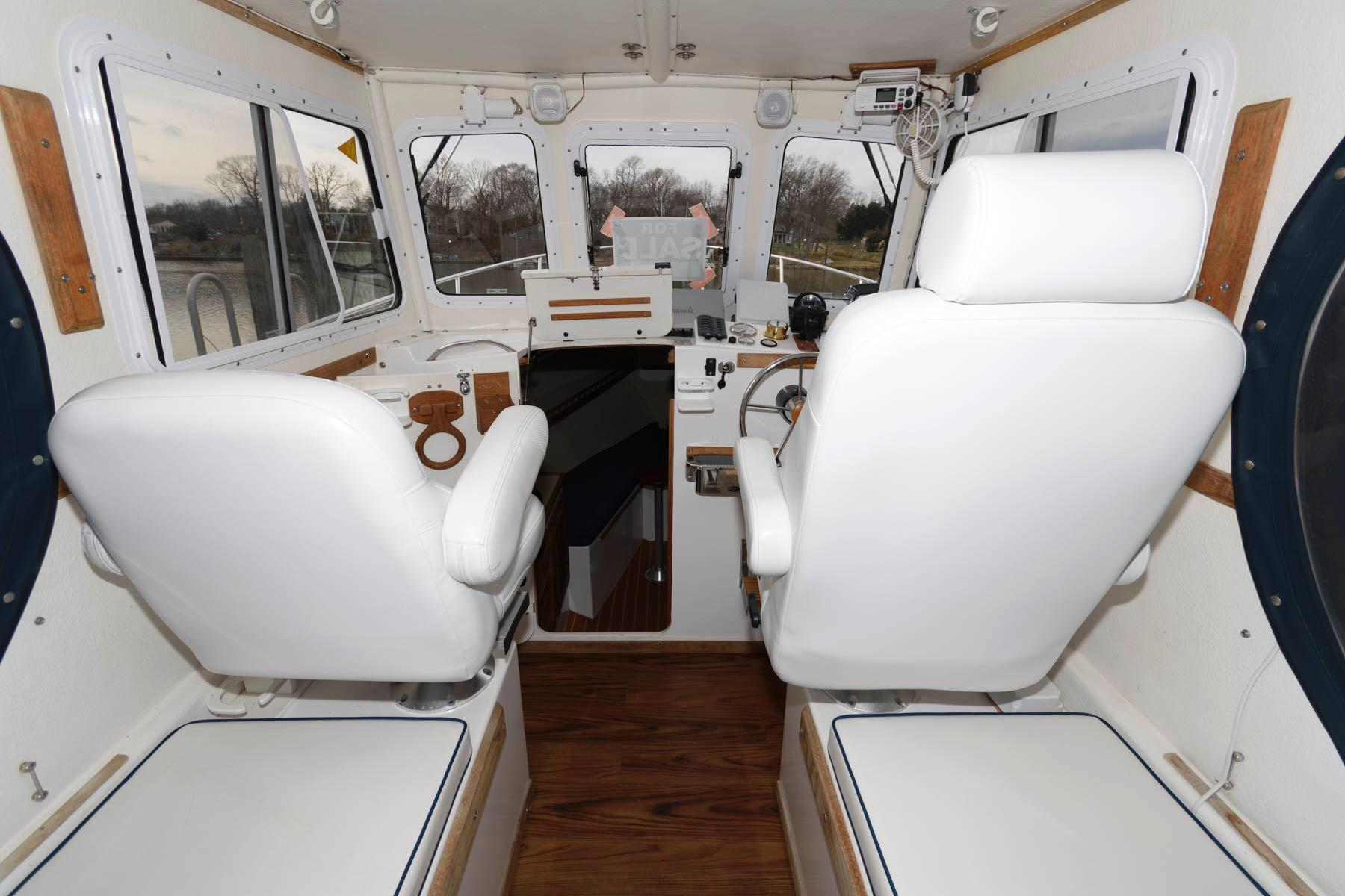 M 5896 MD Knot 10 Yacht Sales