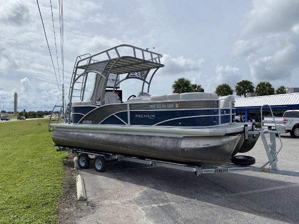2019 Sweetwater boat for sale, model of the boat is 235 Slide Tritoon & Image # 2 of 14