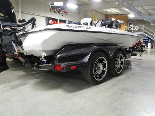 2021 Skeeter boat for sale, model of the boat is FXR20 Limited & Image # 5 of 67