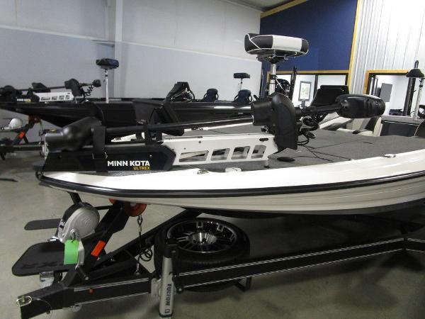 2021 Skeeter boat for sale, model of the boat is FXR20 Limited & Image # 38 of 67
