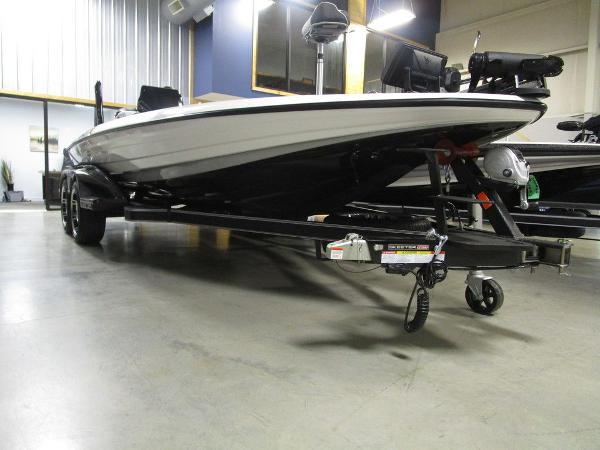 2021 Skeeter boat for sale, model of the boat is FXR20 Limited & Image # 42 of 67