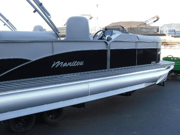 2021 Manitou boat for sale, model of the boat is RF 23 Oasis SHP 373 & Image # 10 of 44