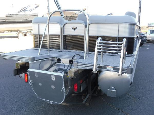 2021 Manitou boat for sale, model of the boat is RF 23 Oasis SHP 373 & Image # 15 of 44