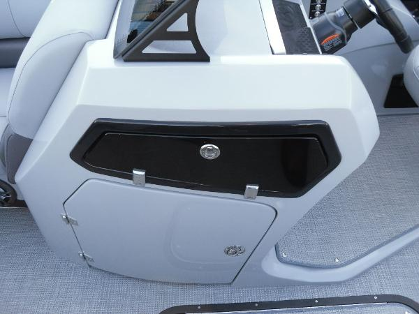 2021 Manitou boat for sale, model of the boat is RF 23 Oasis SHP 373 & Image # 21 of 44