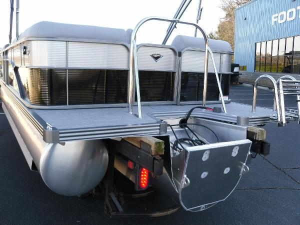 2021 Manitou boat for sale, model of the boat is RF 23 Oasis SHP 373 & Image # 27 of 44