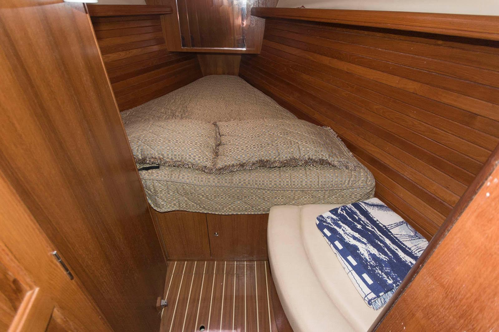 M 5633 TW Knot 10 Yacht Sales