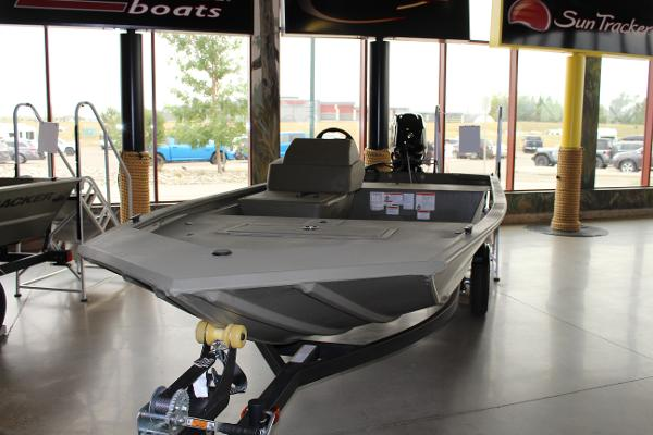 2022 Tracker Boats boat for sale, model of the boat is Grizzly 1648 SC & Image # 2 of 30