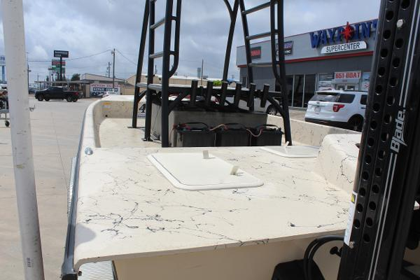 2019 Majek boat for sale, model of the boat is 22 ILLUSION & Image # 8 of 17