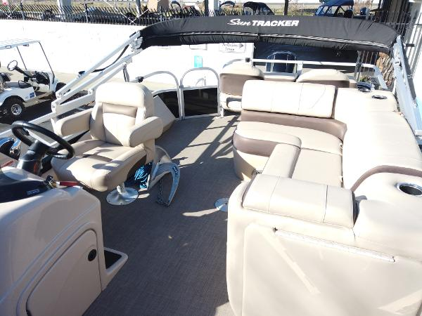 2018 Sun Tracker boat for sale, model of the boat is SportFish 22 XP3 & Image # 5 of 16