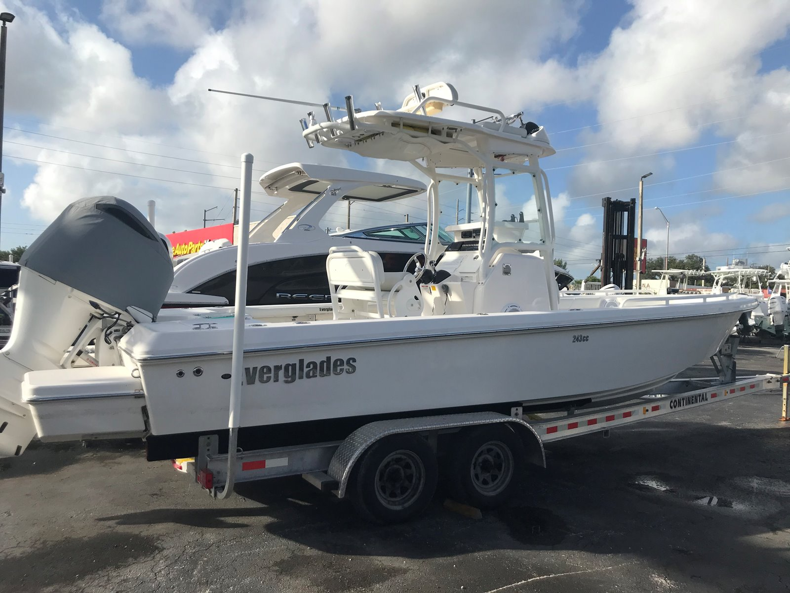 2015 EVERGLADES BOATS 243 SS