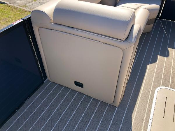 2021 Bentley boat for sale, model of the boat is Elite 223 Admiral & Image # 22 of 35