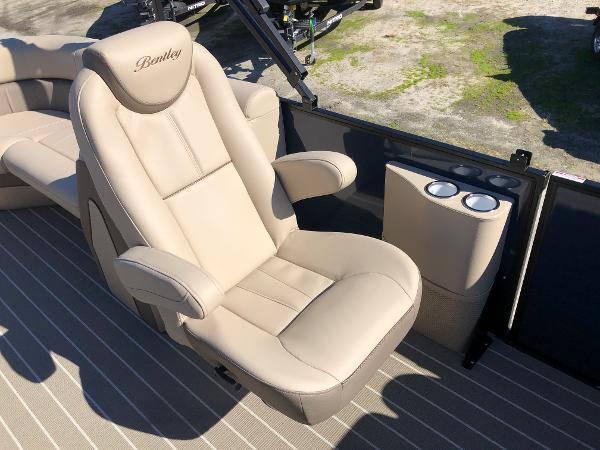 2021 Bentley boat for sale, model of the boat is Elite 223 Admiral & Image # 24 of 35