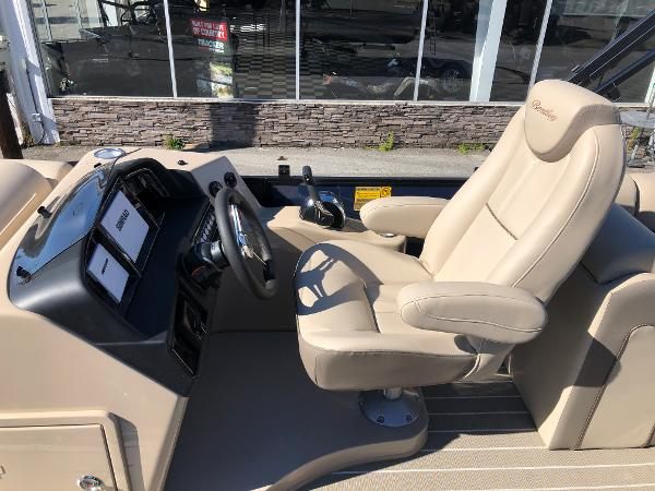 2021 Bentley boat for sale, model of the boat is Elite 223 Admiral & Image # 25 of 35
