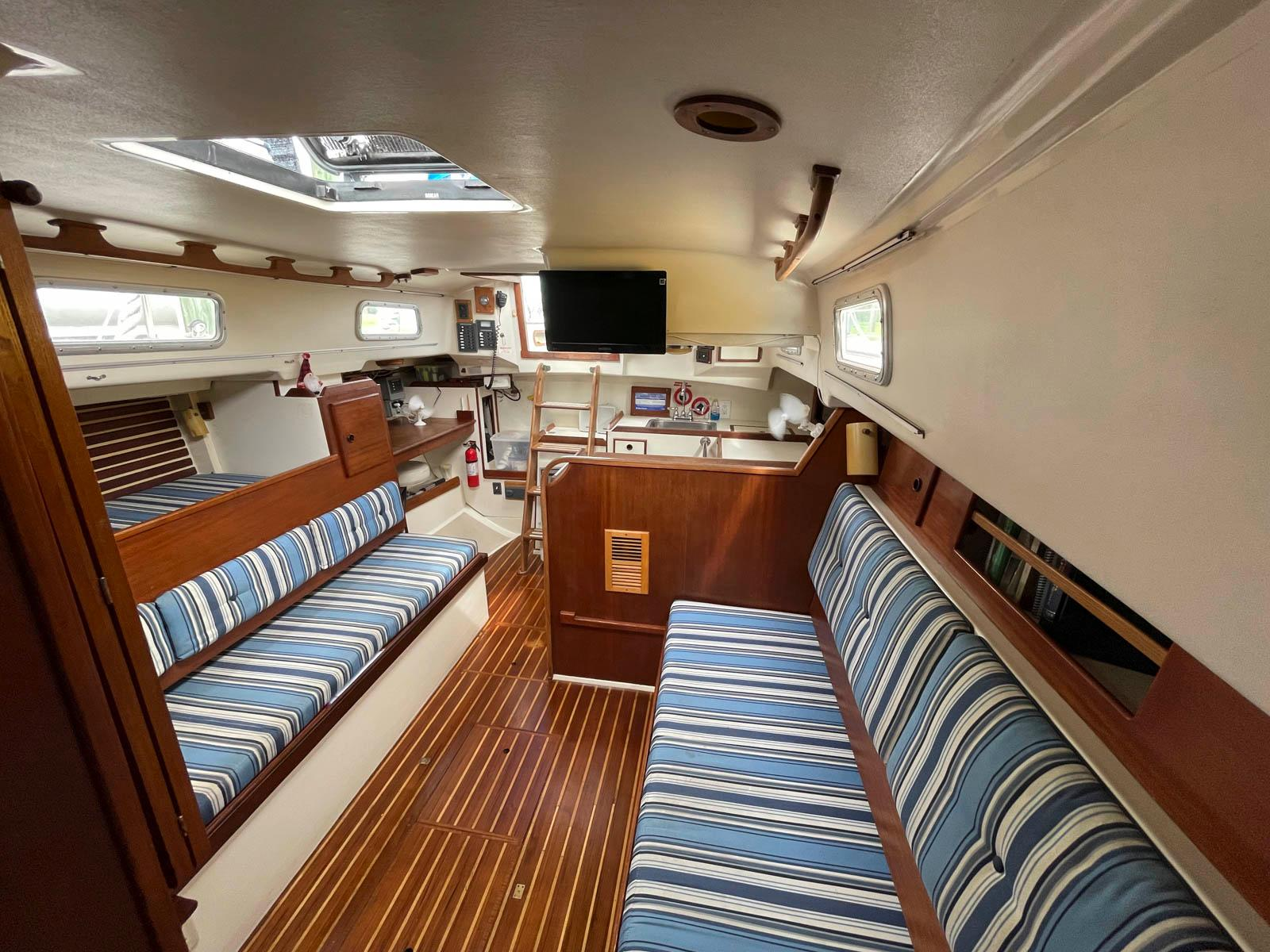 F 6250 SK Knot 10 Yacht Sales