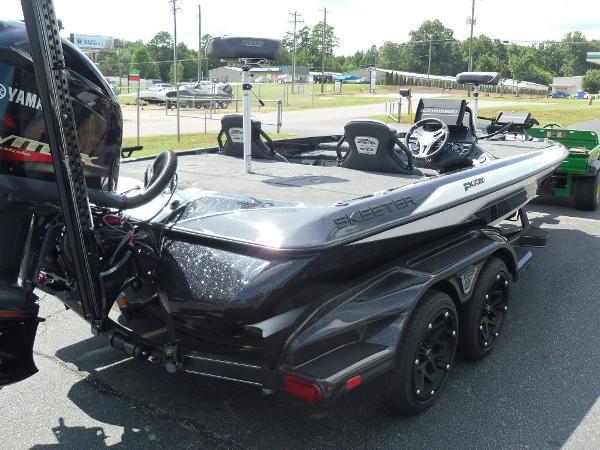 2021 Skeeter boat for sale, model of the boat is FXR20 Apex & Image # 14 of 33