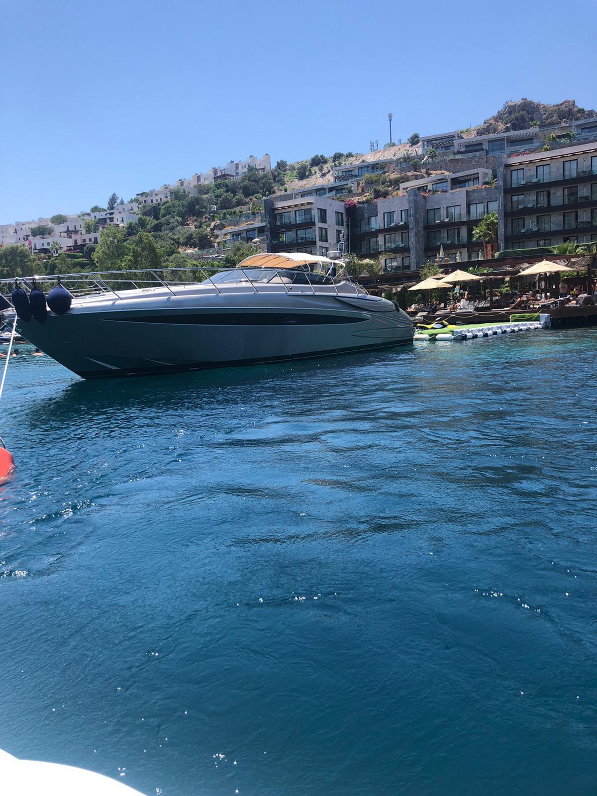 Ferretti Yachts Riva Rivale 52