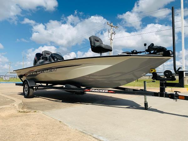 2021 Tracker Boats boat for sale, model of the boat is Pro Team 190 TX Tournament Edition & Image # 3 of 27