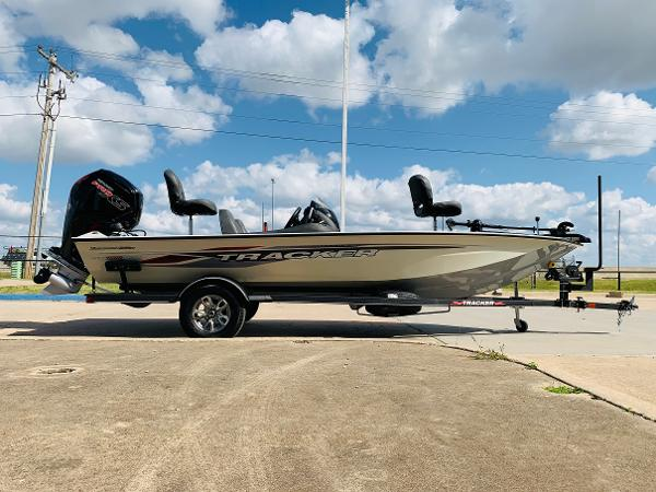 2021 Tracker Boats boat for sale, model of the boat is Pro Team 190 TX Tournament Edition & Image # 4 of 27