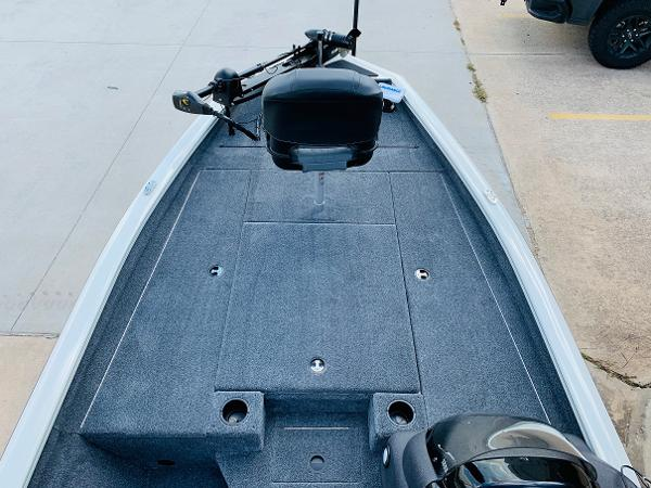 2021 Tracker Boats boat for sale, model of the boat is Pro Team 190 TX Tournament Edition & Image # 9 of 27