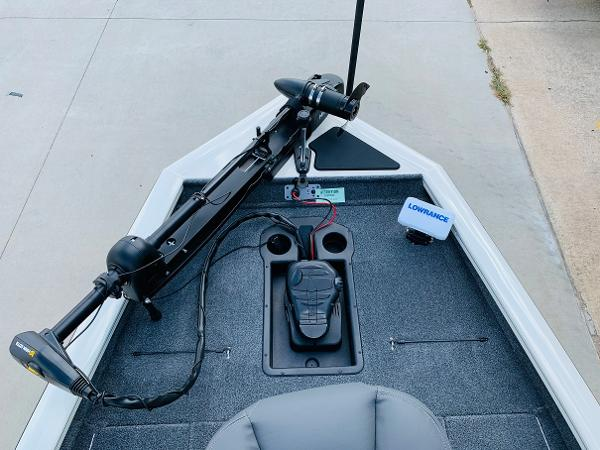 2021 Tracker Boats boat for sale, model of the boat is Pro Team 190 TX Tournament Edition & Image # 10 of 27