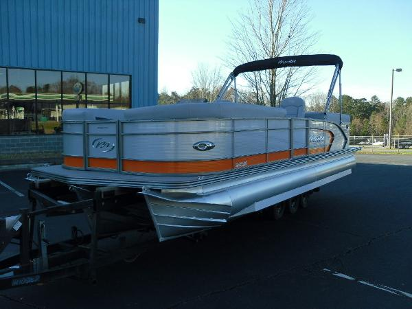 2021 Manitou boat for sale, model of the boat is RF 25 ENCORE SHP 373 & Image # 2 of 49