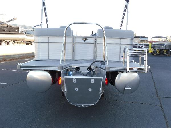2021 Manitou boat for sale, model of the boat is RF 25 ENCORE SHP 373 & Image # 4 of 49