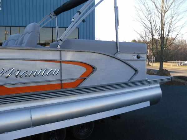 2021 Manitou boat for sale, model of the boat is RF 25 ENCORE SHP 373 & Image # 8 of 49