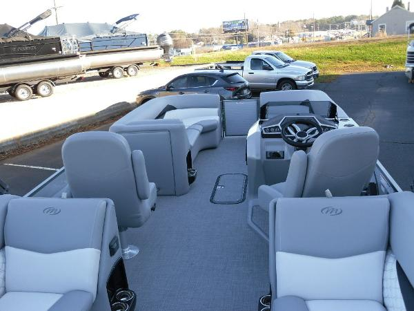 2021 Manitou boat for sale, model of the boat is RF 25 ENCORE SHP 373 & Image # 22 of 49