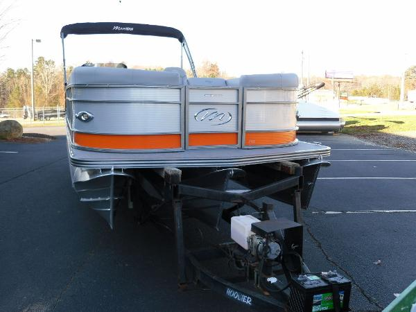 2021 Manitou boat for sale, model of the boat is RF 25 ENCORE SHP 373 & Image # 26 of 49